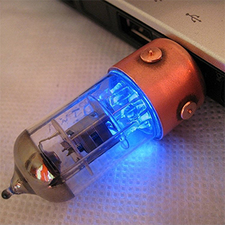 Light-Up Radio Tube USB Flash Drive