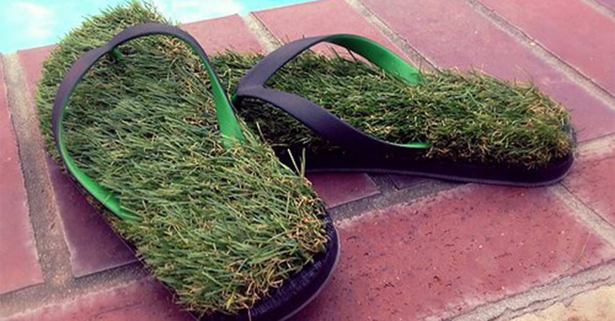 df69addfb021 Synthetic Grass Flip Flops