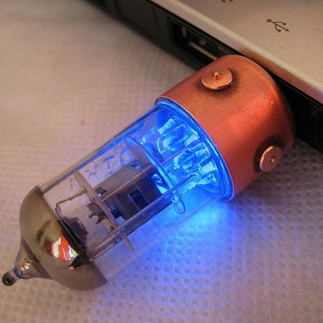 Light-Up Radio Tube USB Flash Drive